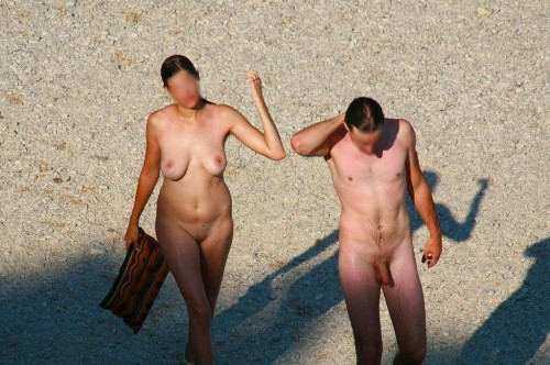 Couple de nudistes