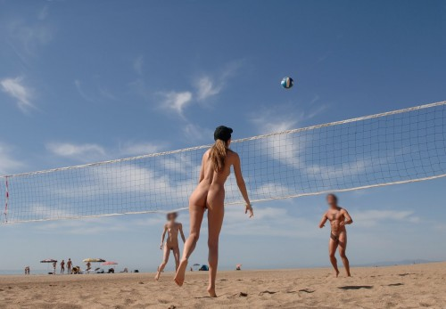 naturiste0011 500x347 Beach volley sexe