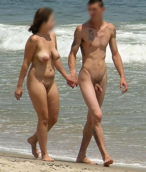 Beau couple de nudistes